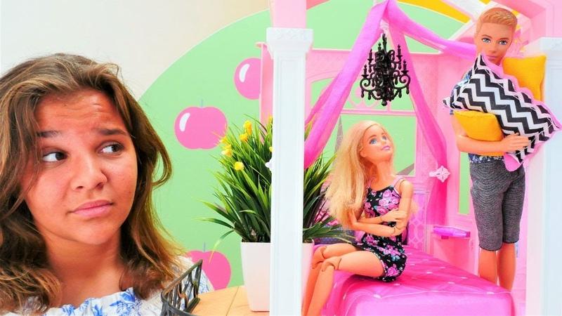 Barbie ve Ken oyuncakları. Semanın oteline Barbie ve Ken geliyor. Otel oyunu