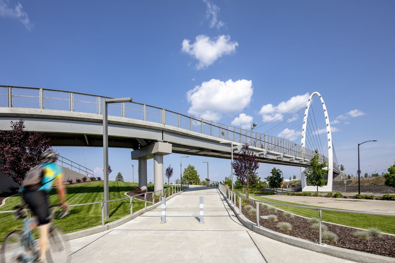 University District Gateway Bridge / LMN Architects