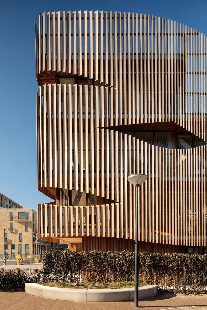GG-loop wraps Freebooter apartments with cedar louvres