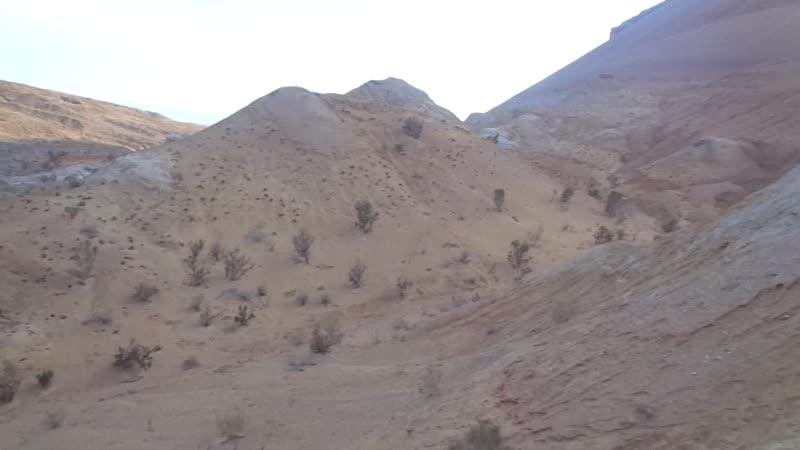 Мы гуляем в разноцветных горах Актау в туре Лето с Тянь-Шанем