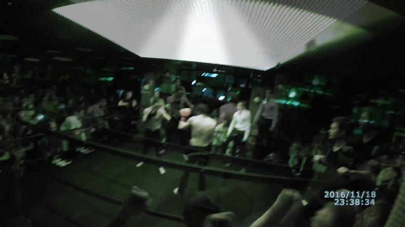 Перунов в прыжке победа нокаутом аля замбидис Махач драка бой рубка битва Клуб Хулиган Москва