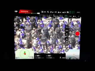 Des centaines de prisonniers musulmans ont les yeux bandés et sont menottés en chine