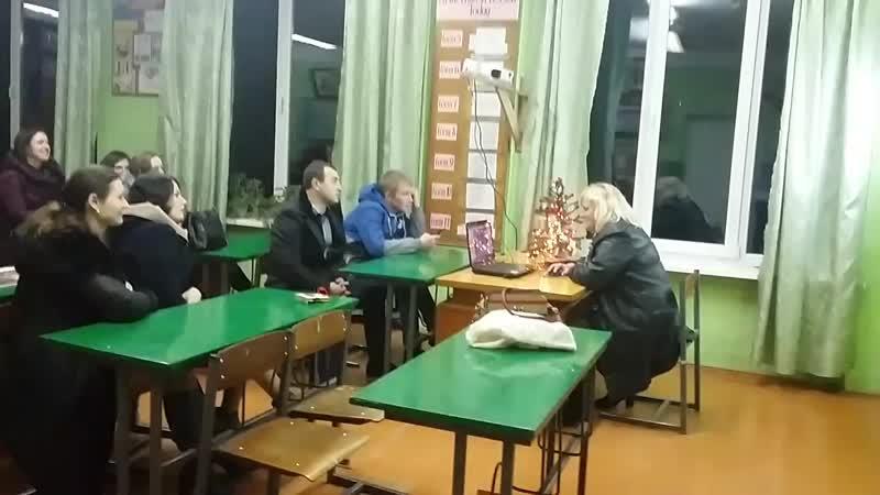 Мамині випускрики 2009 року у своєму кабінеті англійської мови.