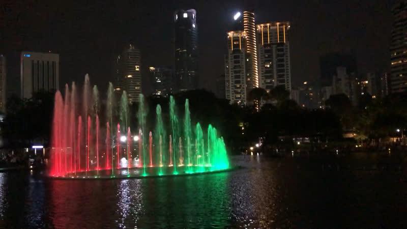 Малайзийские поющие фонтаны