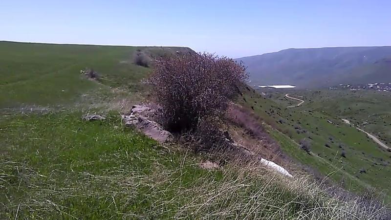 Подкова гор над селами Гарни Гегард Гохт май 2019 туризм в Армении