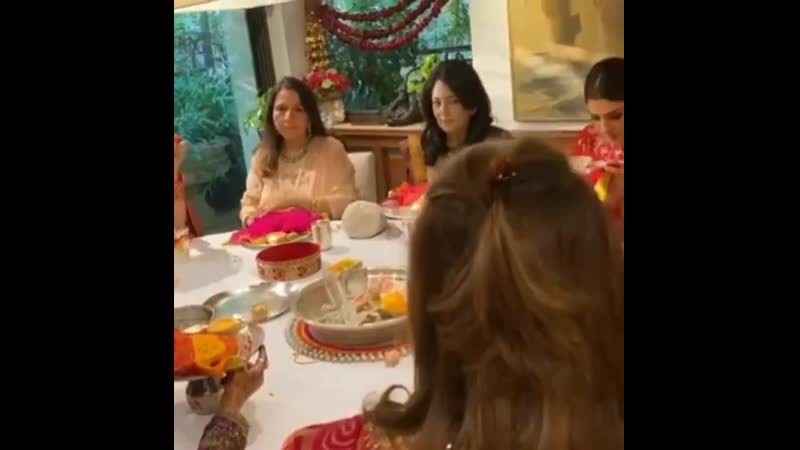 Bollywood women celebrating Karwa Chauth is a must watch 💚💛🧡