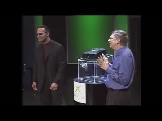 Билл Гейтс вместе с Дуэйном Скалой Джонсоном презентуют первую версию XBox