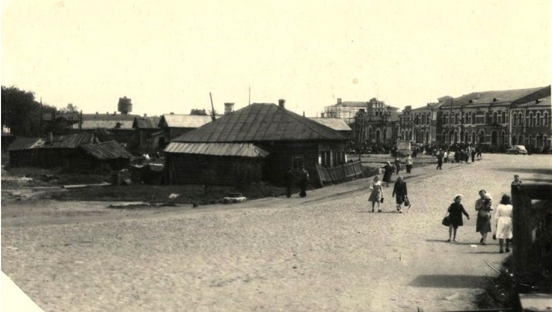 Вокзальная площадь и шуховская водонапорная башня в Вологде, 1952 год