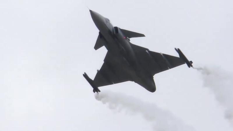 JAS - 39 Gripen в воздушном бою уверенно побеждает Су - 27