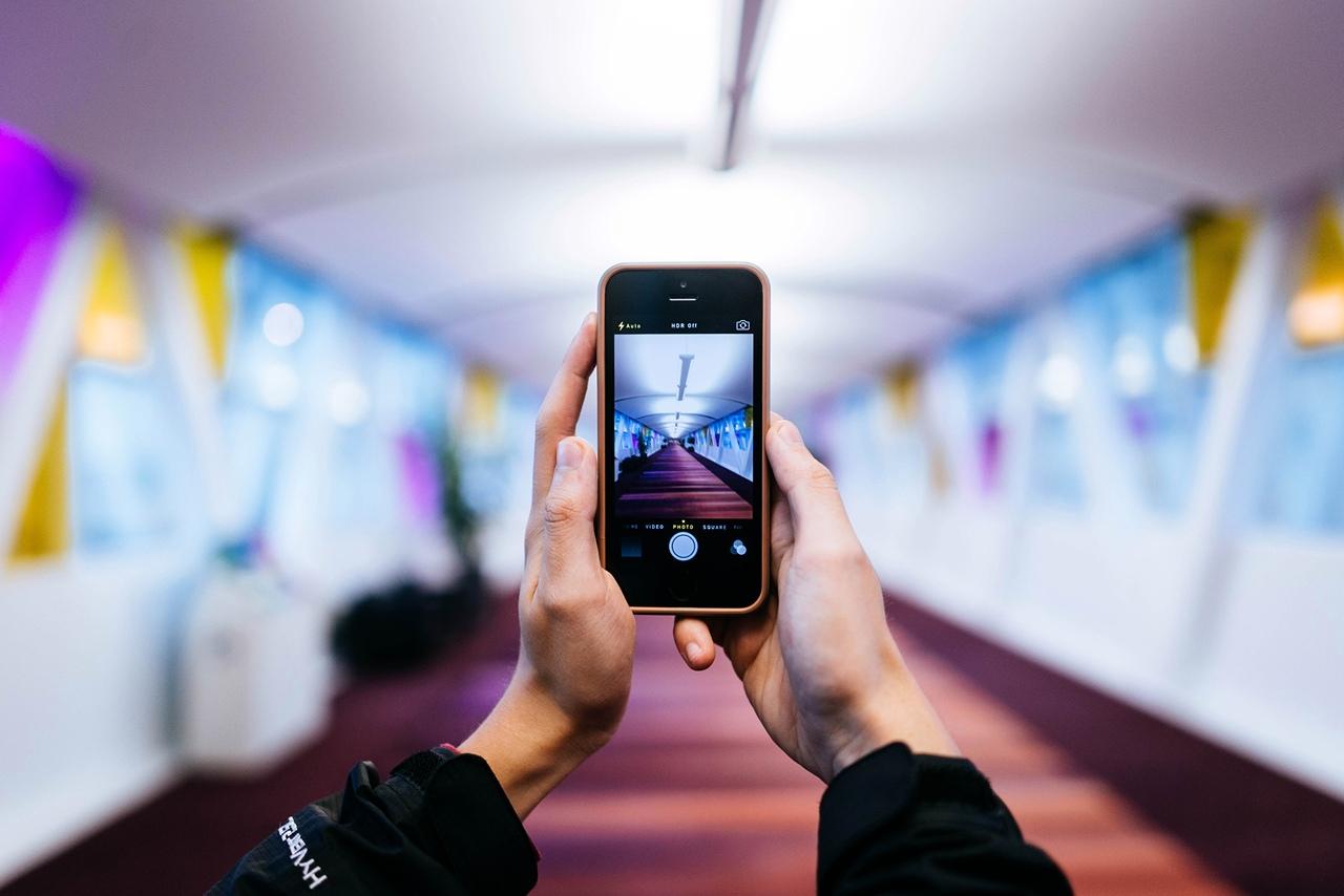картинка с сотовыми телефонами веселые картинки