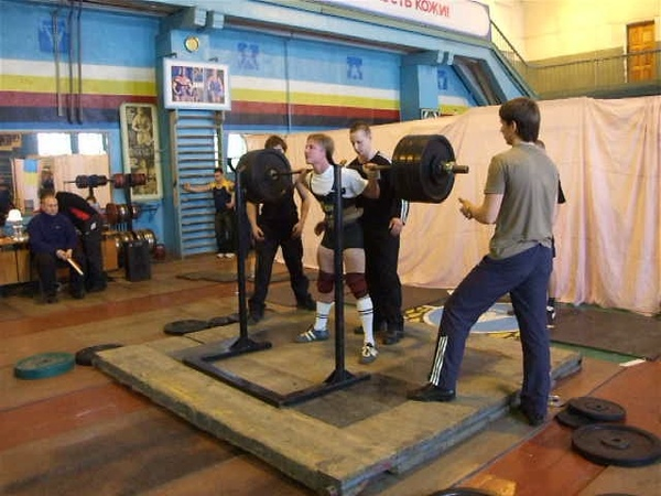 Виталий Савин - приседания 230 кг (2007 год, 19 лет)