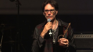 Steve Vai wins Sena European Guitar Award 2016 and plays live!
