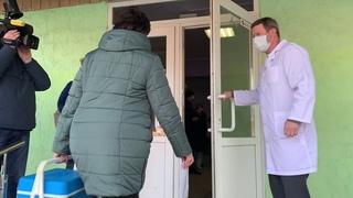 В Мариуполе прибыла вакцина от коронавируса. Как встречали