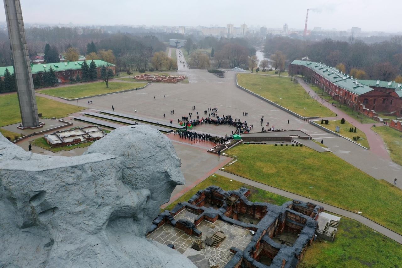 В Брестской крепости сводный оркестр из 80 музыкантов исполнил «Фанфары тысячелетия»