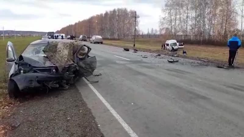 Сегодня в Нуримановском районе республики лоб в лоб столкнулись микроавтобус и легковой автомобиль😰