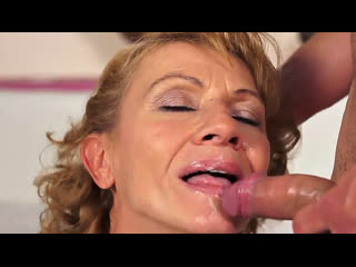 Порно -- ей 60 -- сразу трахнул старуху --gilf porn sex granny