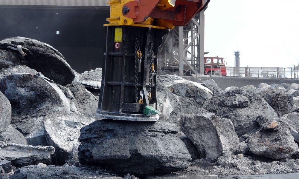 Применение молотов в металлургии