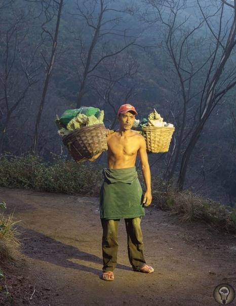 Пол это лава: как живется фермерам Бали по соседству с вулканами. Ч.-1 eauty and the Beast («Красавица и чудовище») документальный проект, который создали берлинские фотографы Мигель Хан и