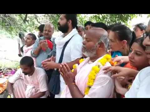 BV Sridhar Maharaj - 29.10.2019, worshipping to Giriraj Govardhan (3)