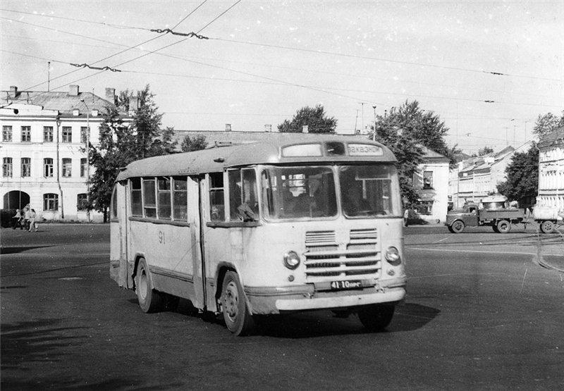 Автобус ЗиЛ-158В на площади Подбельского, 1960-е годы