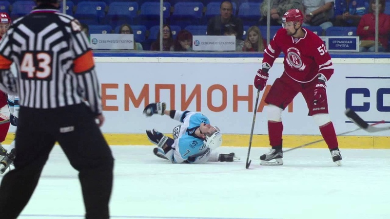 Кемпе бьет Шумакова в колено Kempe knees Shumakov 2 sec to the final horn