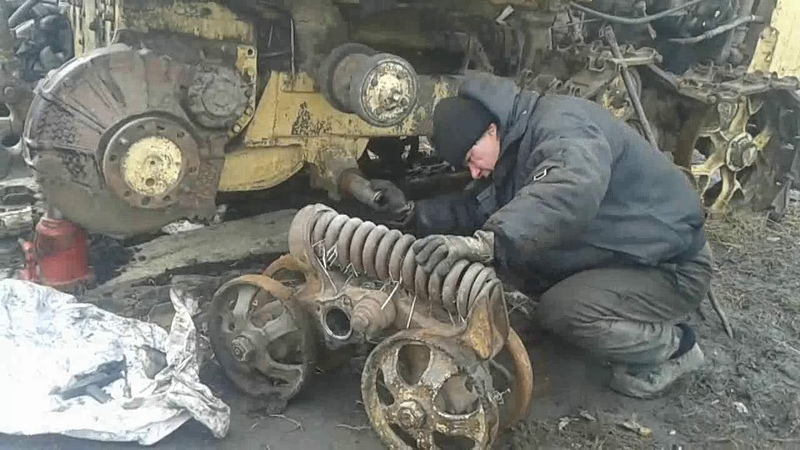 Жизнь и работа в деревне Ремонт каретки трактор ДТ 75