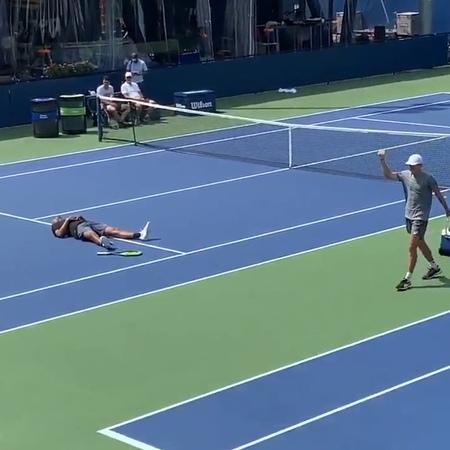 "Tennis TV on Instagram: ""2-0 to the 😈 Practice-court entertainment @alexdeminaur @k1ngkyrg1os 😂 . (Via @charlesconoly) tennis tennistv usopen a..."
