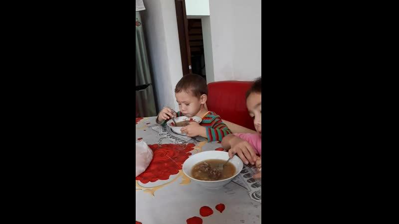Расул сегодня обосал ковер у Жасмины в комнате После этого ест как ни в чем не бывало 4 ноября 2019