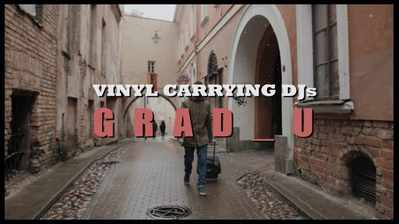 Vinyl Carrying DJs grad u Redscale Greyscale
