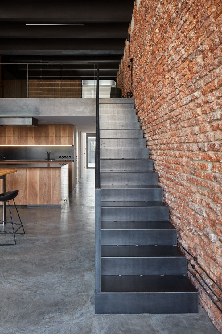 Modern Industrial Loft into an Old Brewery Storage Unit