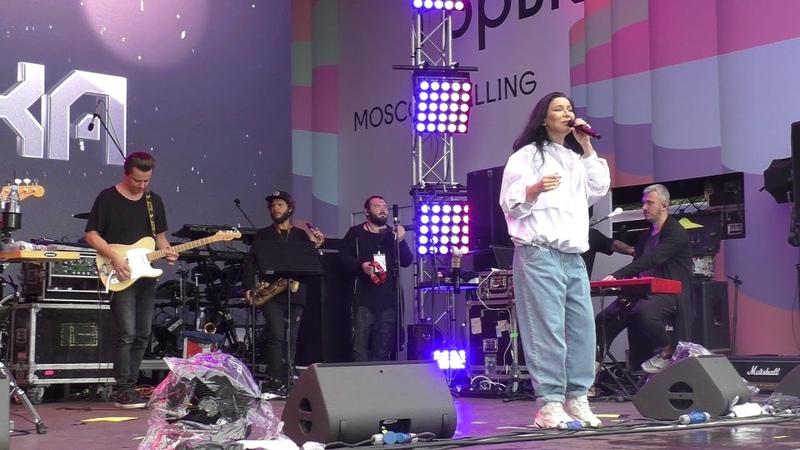Ёлка исполнила песню Прованс в Москве. (17 августа 2019 г.)