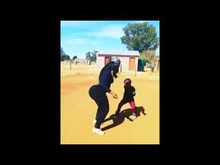 Big black booty  dancing / негритянка с большой попой