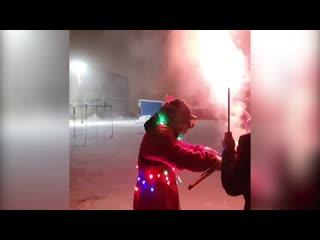 Жители поселка под Уфой устроили перестрелку фейерверками