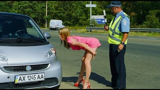 Пост ГАИ: чем расплатиться блондинка за превышение скорости? | На Троих приколы