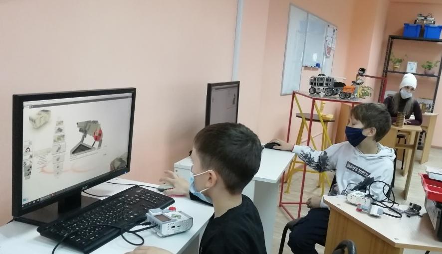В Петровском филиале СГТУ начались занятия по робототехнике для школьников