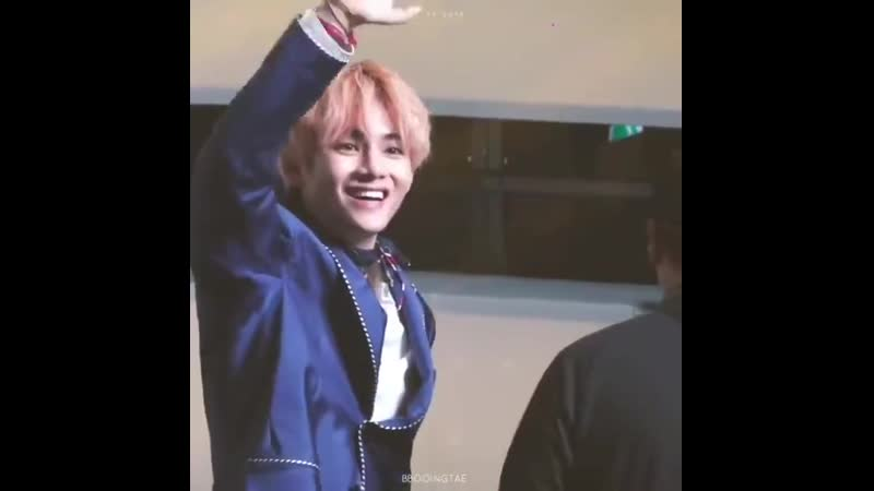 Thats when taehyungs face lightened after saw his parents he goes all excited appa put