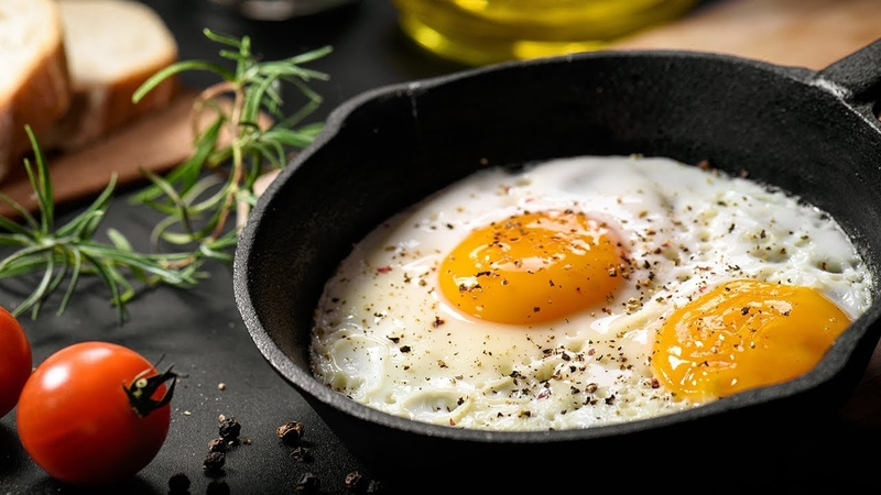 ЯИЧНИЦА глазунья рецепт ЛАЙФХАК завтрак быстро с помидорами и сыром