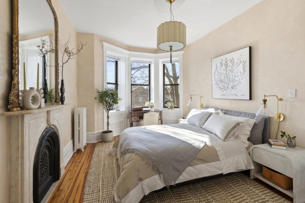 Нью-йоркский таунхаус для поклонников исторической викторианской архитектуры