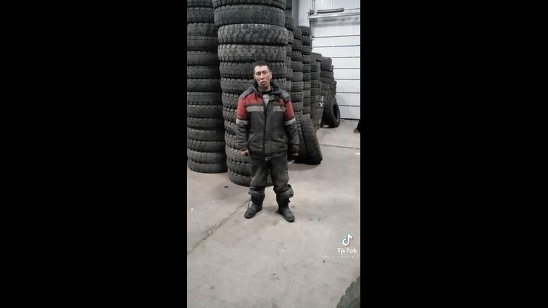 Челябинский работник шиномонтажки стал популярным в ТикТок