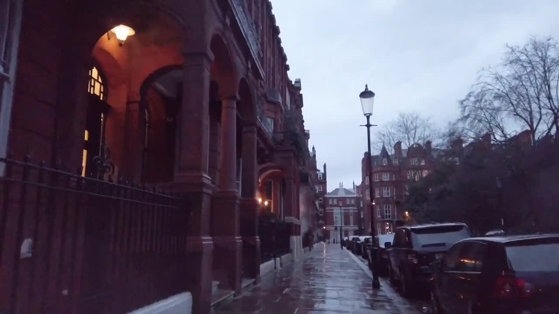 London Walk 🇬🇧 Rainy Evening stroll from South Kensington to Chelsea through Knightsbridge
