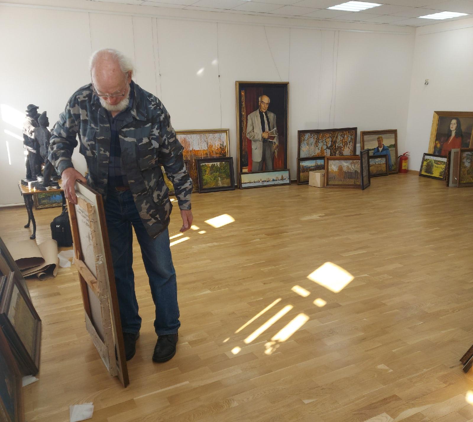 В Порецкой картинной галерее открывается выставка Николая Карачарскова