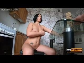 Hot Mommy - Игра в дженгу с мамочкой