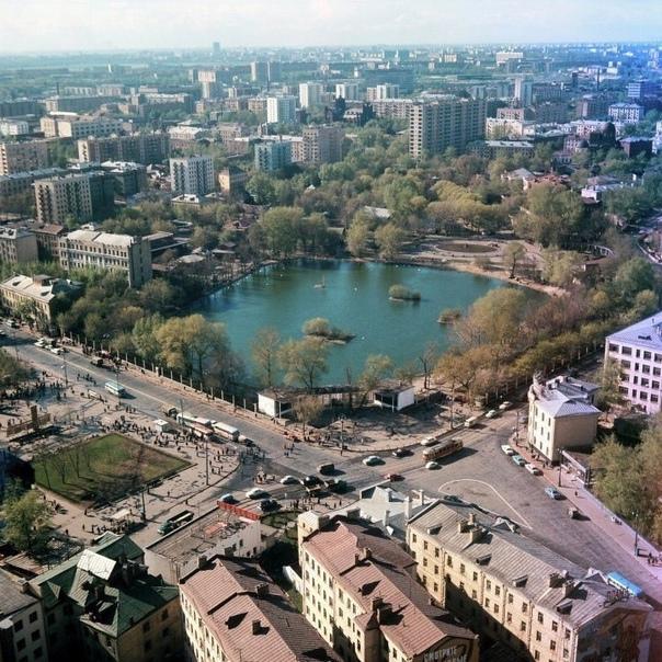 Главный вход в Московский зоопарк: 1979 год и наши...