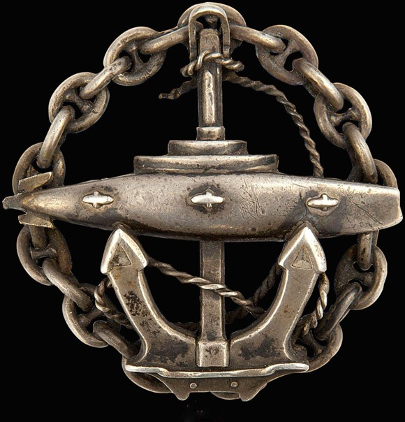 Знак офицера подводного плавания (выдавался по окончании офицерского класса Учебного отряда подводного плавания)