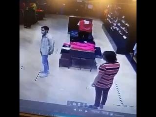 Начальница избивает своих подчиненных в магазине «Nike» в Екатеринбурге.