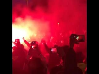 Фанаты «Барселоны» рядом с «Камп Ноу»