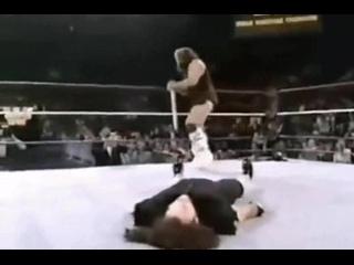 WWF Berzerker Destroy Undertaker.Берсеркер уничтожает самого Андертейкера.11DeadFace