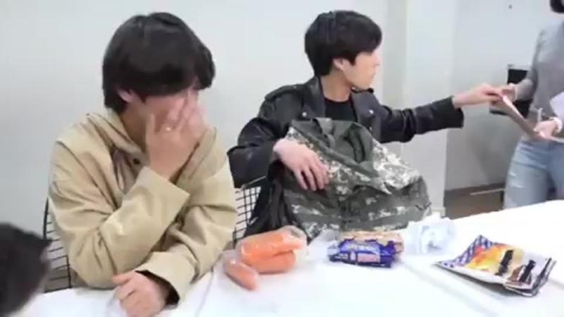 Чонгук съел собачий корм