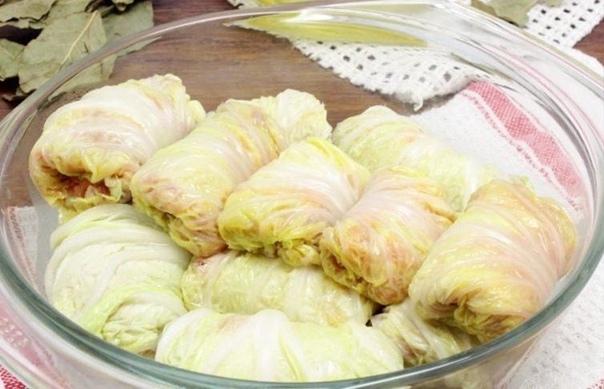 Голубцы из пекинской капусты с фаршем, тушеные в сметане