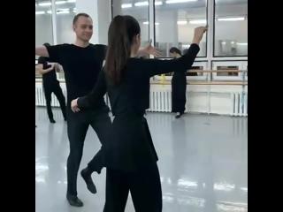 Песня зашла))Прямо как на русской свадьбе побывал,танцы это здорово 👍😀 девушки красотки,парни поддержали 🔥🔥🔥
